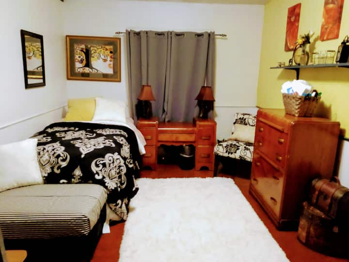 Private Bed/Bath Perfect for Students or Workplace