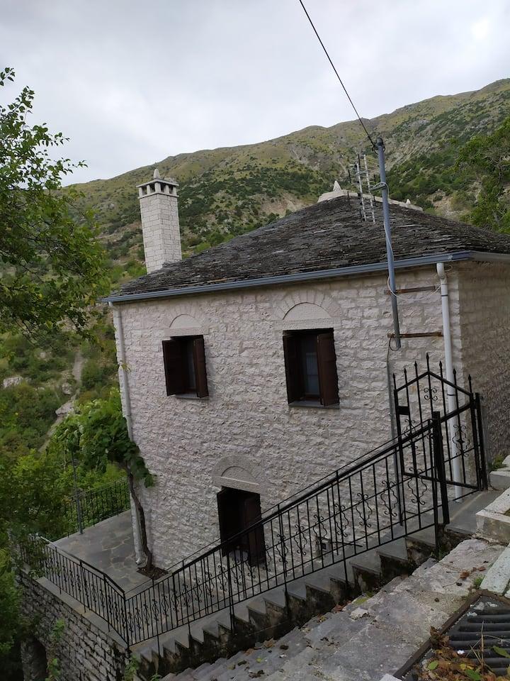 Κάσα ανοάστρα (casa anoastră), Syrrako Ioanninon