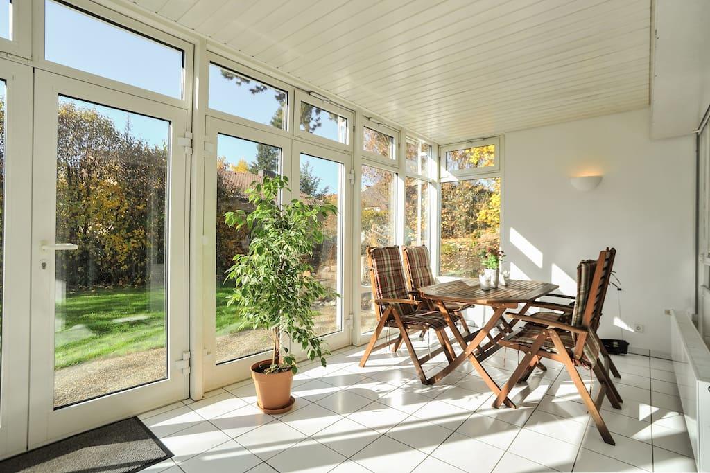 sch ne 3 zi wohnung m wintergarten appartementen te huur in esslingen am neckar baden. Black Bedroom Furniture Sets. Home Design Ideas