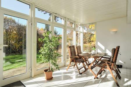 Schöne 3-Zi Wohnung m. Wintergarten - Esslingen am Neckar - Wohnung