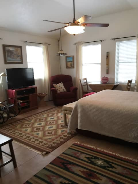 Spacious suite, Pecos area, quiet and comfortable