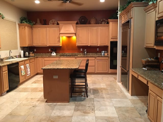 Desert Oasis Home with Magnificent views. - Apache Junction - House