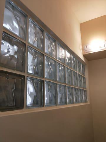 男生背包六人房(1人)(一人)屏東縣潮州鎮火車站前/冷熱冰圓環旁/冷氣/共用衛浴/免費wifi