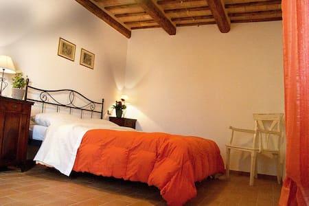 Casa vacanze sul lago nei Monti Sibillini - Comunanza - House