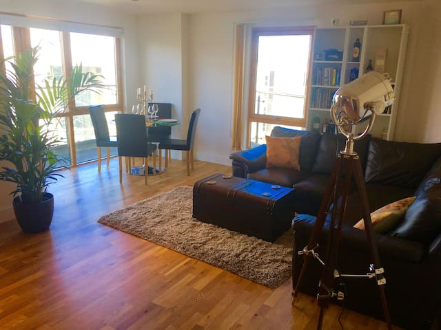 Awesome Central Leeds Apartment with easy parking!