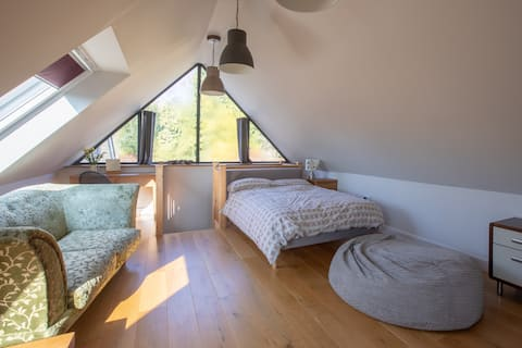 Old Arlesford - self contained loft with a view