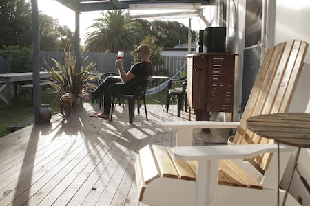COSY BICHENO BEACH COTTAGE - Still the best Airbnb