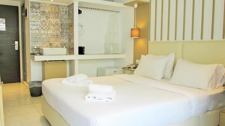 Elite Hotel Room / Rhodes, Center