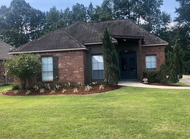 Cozy & Convenient Space located near interstate 12