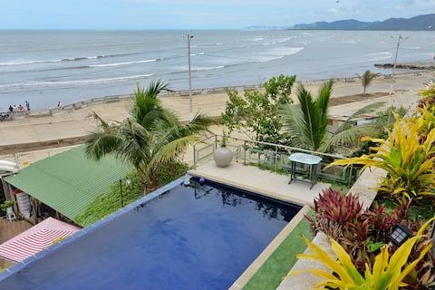 Moderní plážový byt s nekonečným bazénem.