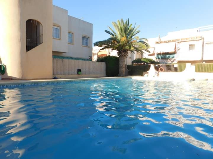 Bungalow de 2 habitaciones, con terraza y parcela vallada, cerca de la playa Els