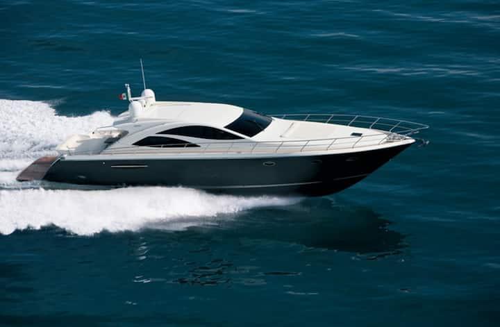 70FT Luxury Yacht. An Italian Beauty/4 bedrooms