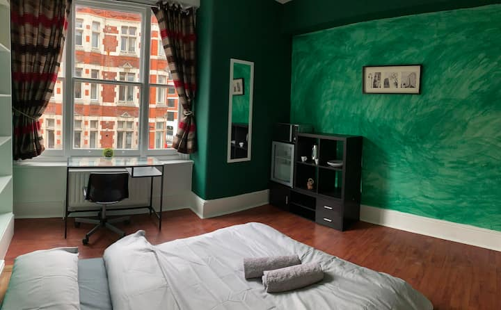 ***Prime Location*** Cosy room in Oxford Circus