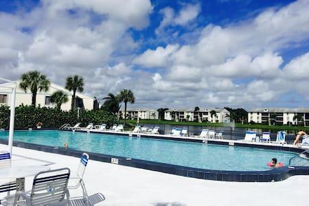 PALM BEACH 2 BED/2BATHS 10 MIN FROM DOWTOWN+BEACH - West Palm Beach - Lägenhet