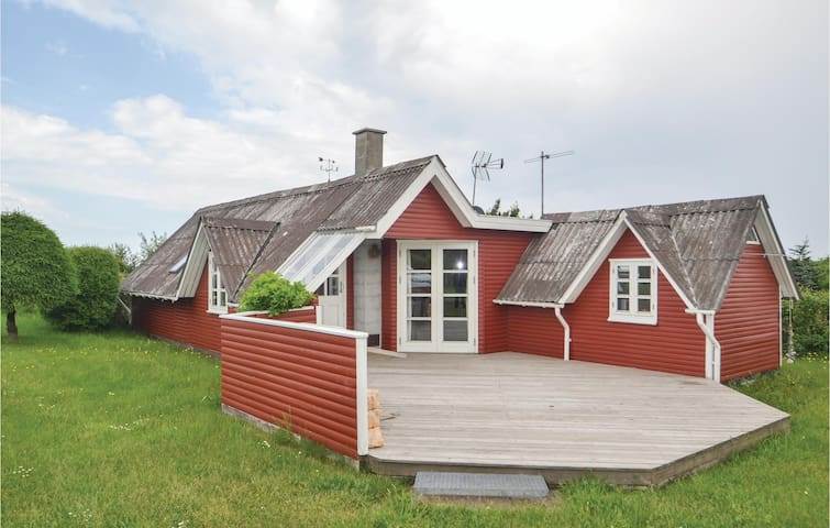 Holiday cottage with 3 bedrooms on 81m² in Glesborg