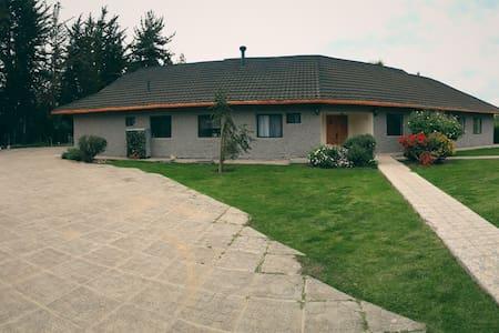 Casa junto a Viña Undurraga 2