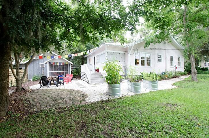 Camellia Cottage & Yoga Studio In Historic Darien