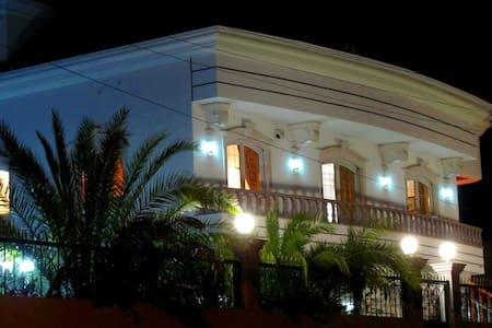 9 RoomsLuxuryResidence in Villa 5 st. 20-35 guests - Maceira