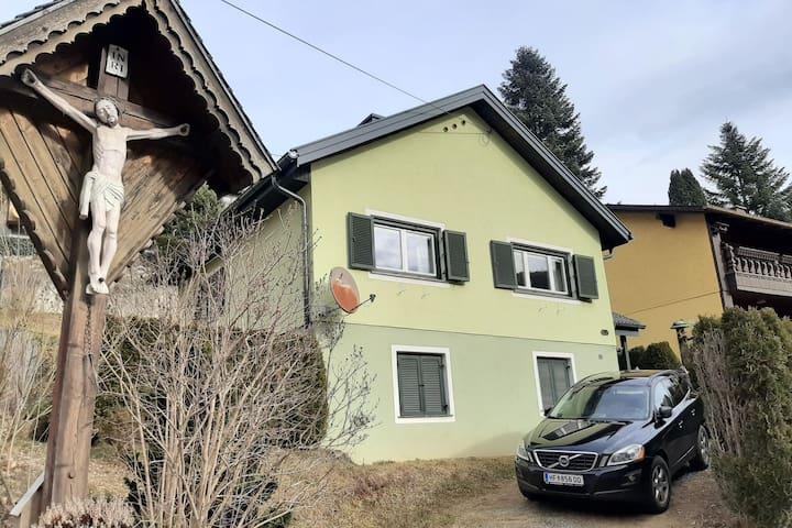 Cosy Holiday Home in Waldbach near Totter Mann