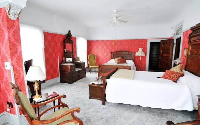Solomon Mier Manor B&B- Amelia Room