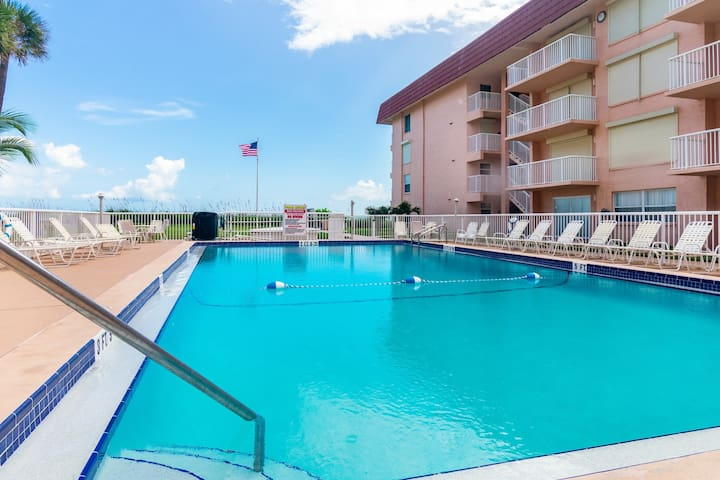 Oceanfront condo w/ a furnished balcony & shared pool in beautiful Cocoa Beach