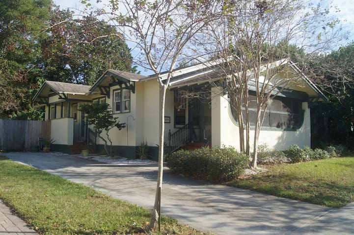 1 block from trail to beach; 2 blocks from Pinellas Bike Trail (beach is 2.5 miles away)