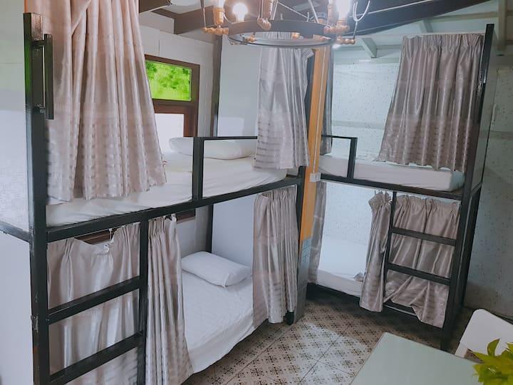 APPLE HOSTEL BANGKOK - ROOM FAMILY FOR 4 PERSON
