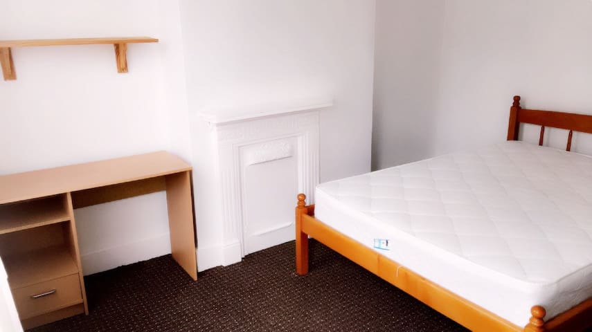 Spacious Rooms to Let Luton