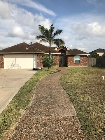 Cozy 3 Bedroom House. - Brownsville - Casa
