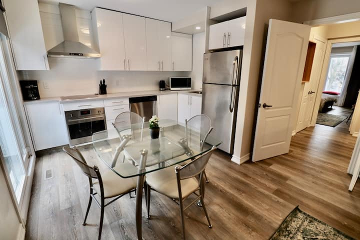 Boutique Style Townhouse In The Heart Of Thornhill