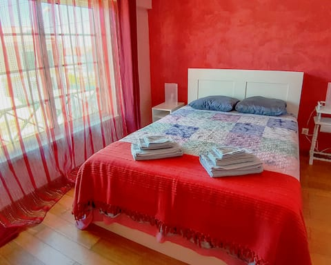 Cozy bedroom for two,  near Sintra!