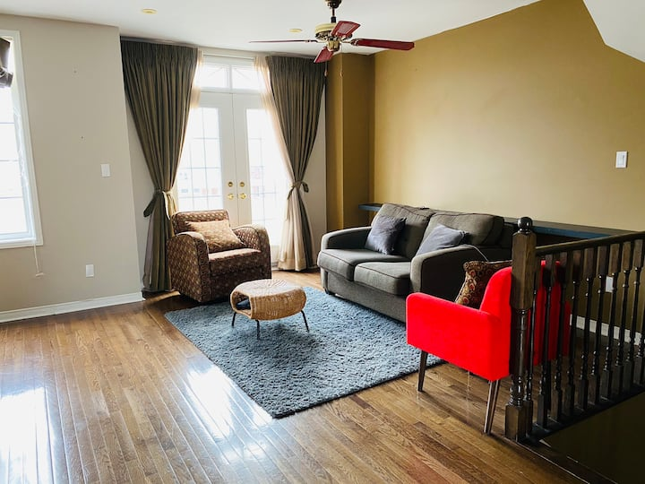 Private room • Close To Downtown Toronto