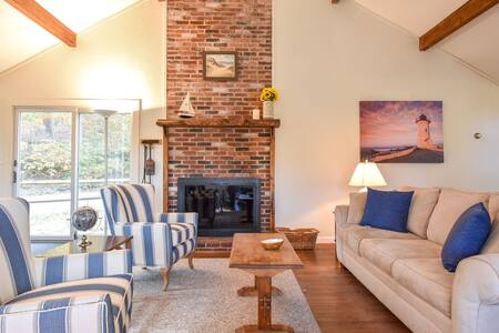 #325: Newly furnished cottage, great South Wellfleet location, dog friendly!