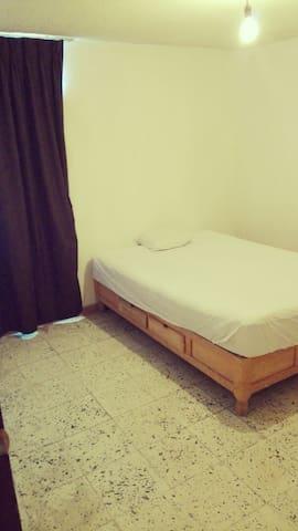Hospedaje cómodo y seguro :) - León, Guanajuato, MX - House