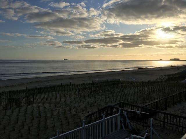 Beachfront Getaway with Amazing Views!!