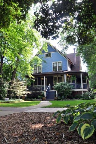 Beautiful Large Home in Oak Park