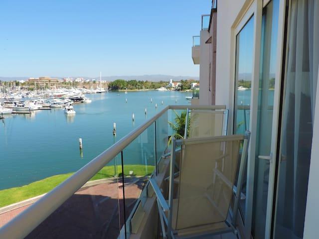 Jr Suite - Balcón vista a la marina, AC, TV