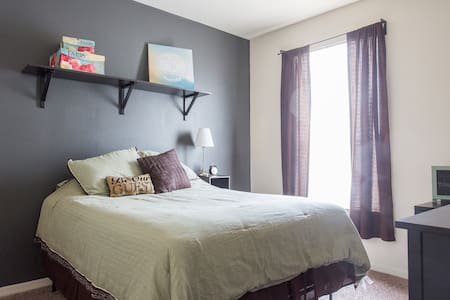 Cozy, Private Guest Room - Westchase - Leilighet