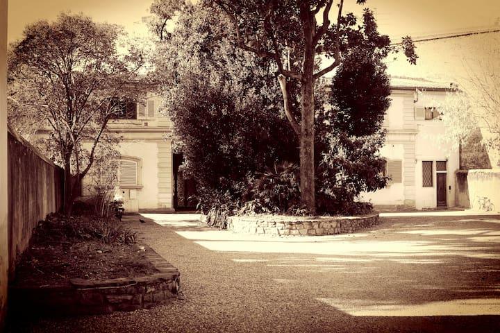 """""""MANZONIA"""" centro storico parcheggio privato"""