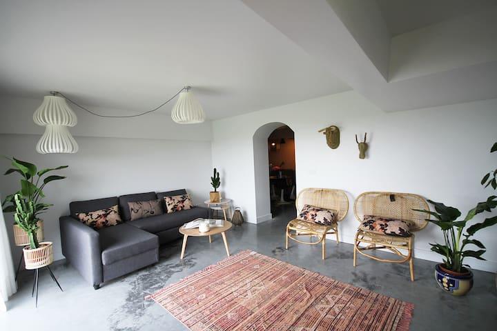 Cozy apartment. Parking, Garden & Amazing seaview