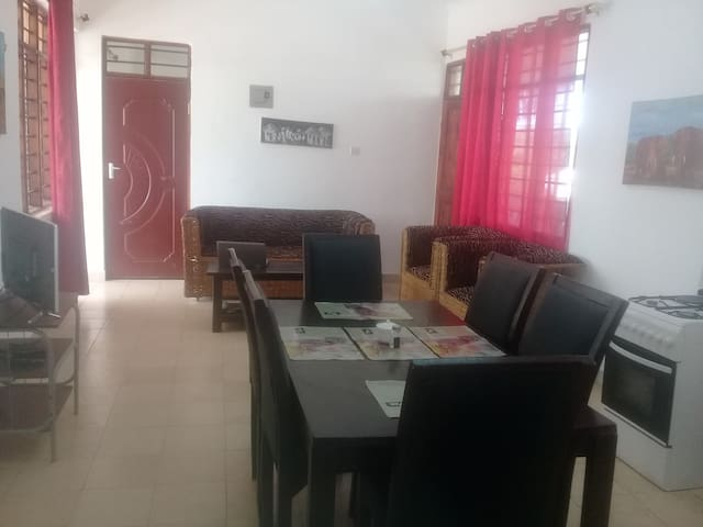 2 Bedroom Apartment Near The Beach and Museum