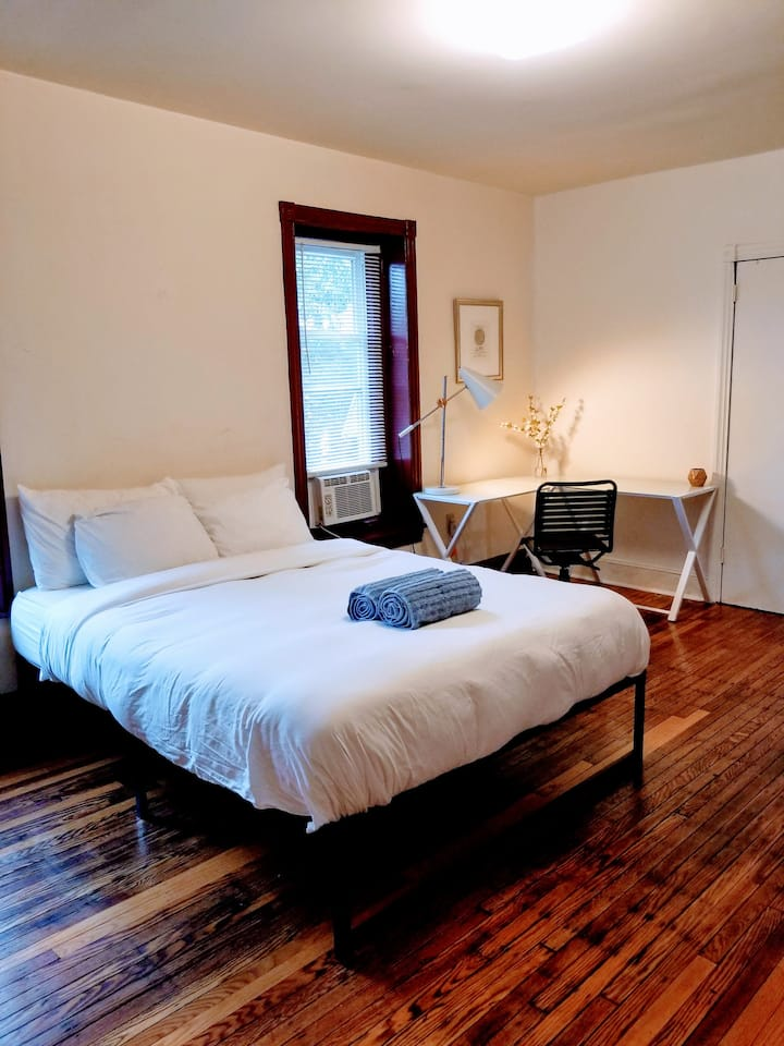 Bright Large Private Bedroom in University City!!