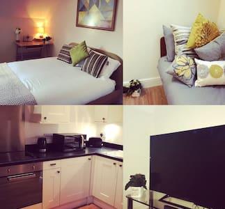 New town centre Penthouse Apartment - Banbury