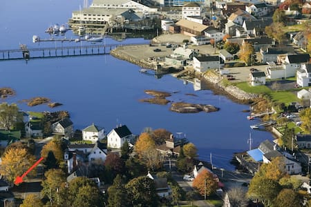 Cozy Boothbay Harbor Apartment in Historic House