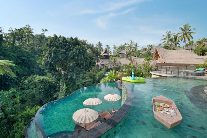 Suite with jungle view shared infinity pool