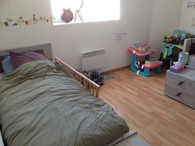 2 lits dans Centre Ville - Calais - Huoneisto