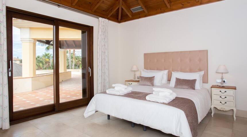 Beach Villa Las Dunas - Marbella - Villa
