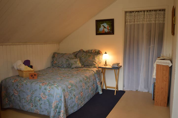 Double Bed Private Room in a Charming House
