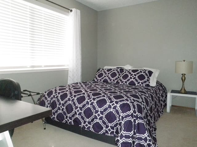 Peaceful Room with private bathroom - Pleasanton - House