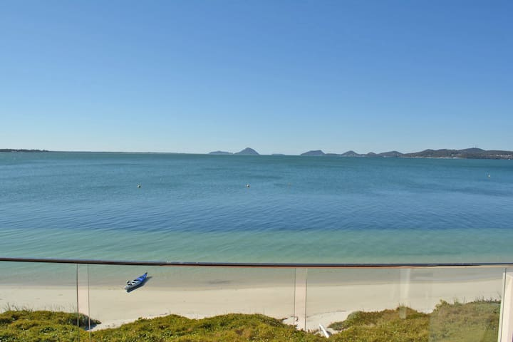 15 'Harbourside' 3-7 Soldiers Point Road - right on the waterfront